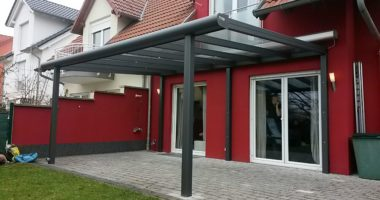 Pultdach mit eingerückten Stützen